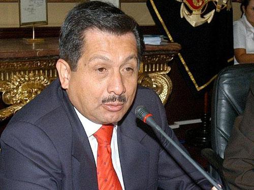 Ex ministro fernando barrios niega haber aprovechado un for Ex ministro del interior