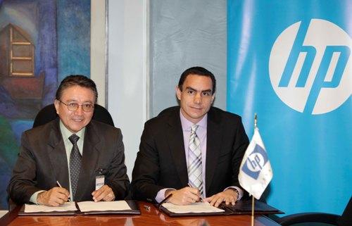 Foto 1 - Ing. Luis Bullon Salazar, Rector de la Universidad Privada Norbert Wiener - Jose Luis Camere, Gerente General de HP Peru (2)
