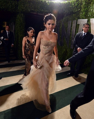 WEST HOLLYWOOD, CA - FEBRUARY 24: Actress Selena Gomez arrives for the 2013 Vanity Fair Oscar Party hosted by Graydon Carter at Sunset Tower on February 24, 2013 in West Hollywood, California.  (Photo by Larry Busacca/VF13/Getty Images for Vanity Fair)