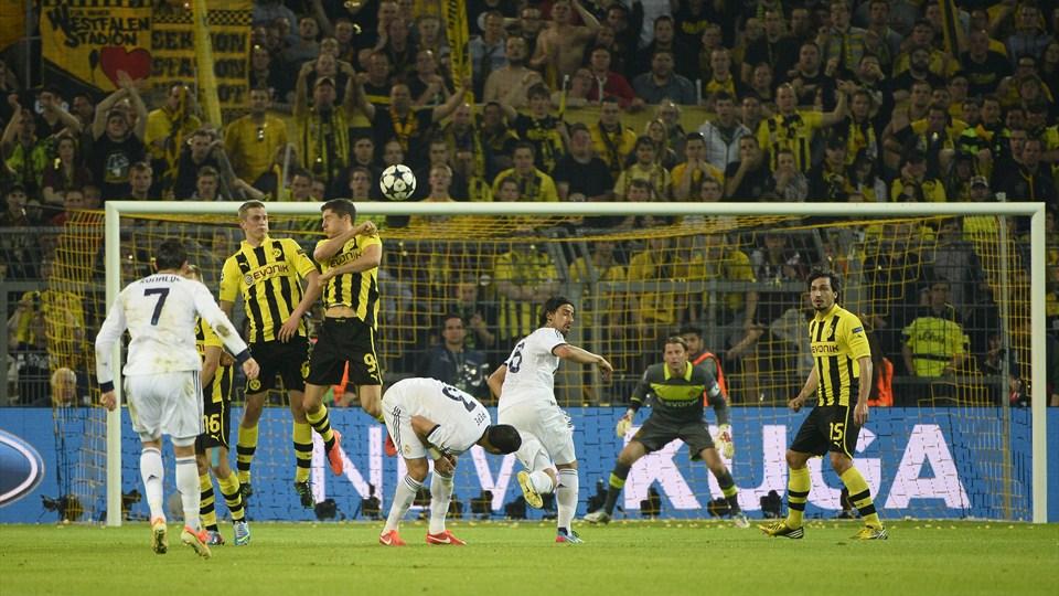 Borussia Dortmund vs Real Madrid - FIFA 4
