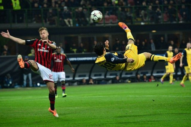 Atletico Madrid's Brazilian forward Diego da Silva Costa (R) makes a bicycle kick during the Champions League match between AC Milan and Atletico Madrid, on February 19, 2014  at San Siro Stadium in Milan.  AFP PHOTO / GIUSEPPE CACACE