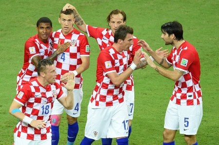 Croatia's footballers celebrate the first goal of their team during a Group A football match between Cameroon and Croatia in the Amazonia Arena in Manaus during the 2014 FIFA World Cup on June 18, 2014.   AFP PHOTO / EMMANUEL DUNAND